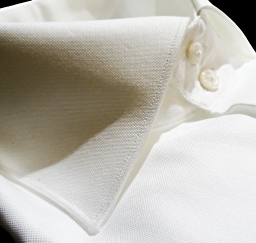 camicia bianca due bottoni